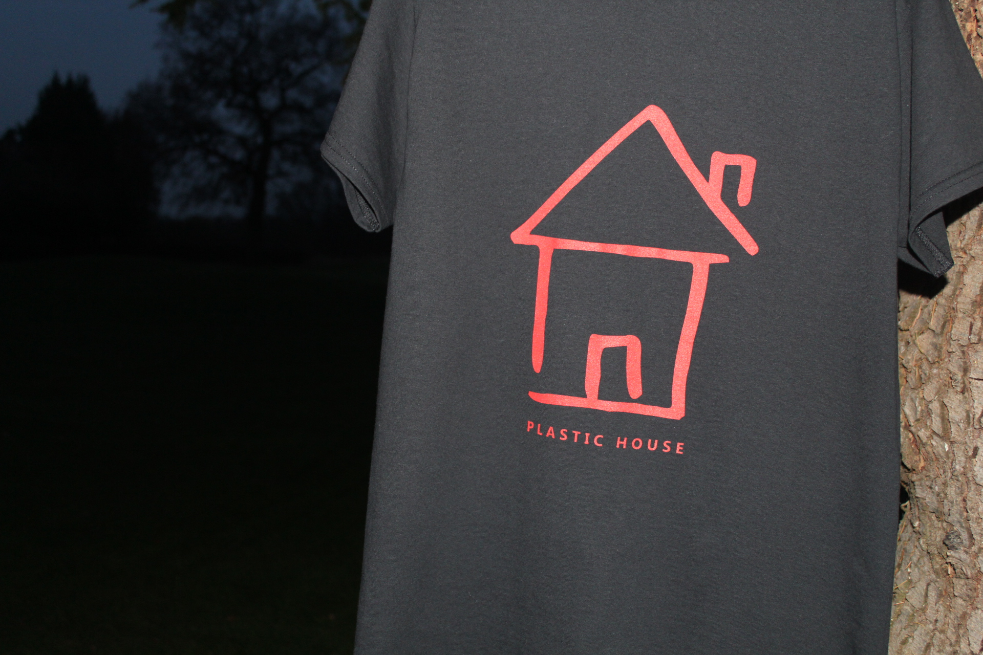 BLK TEE RED LOGO - Plastic House